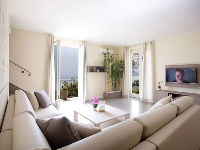 Apartment 2 - Stylish and modern living for  10