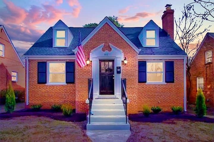 ★Private House + Yard Central Location to all RVA★