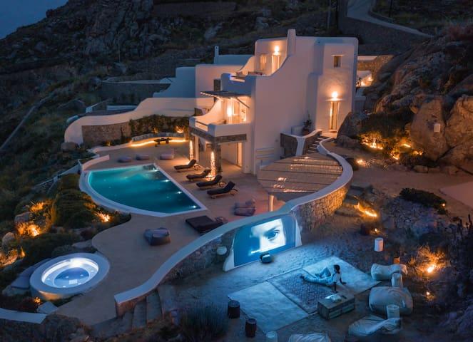 Stunning Villa, INSANE Views, disco, Hotub, Cinema