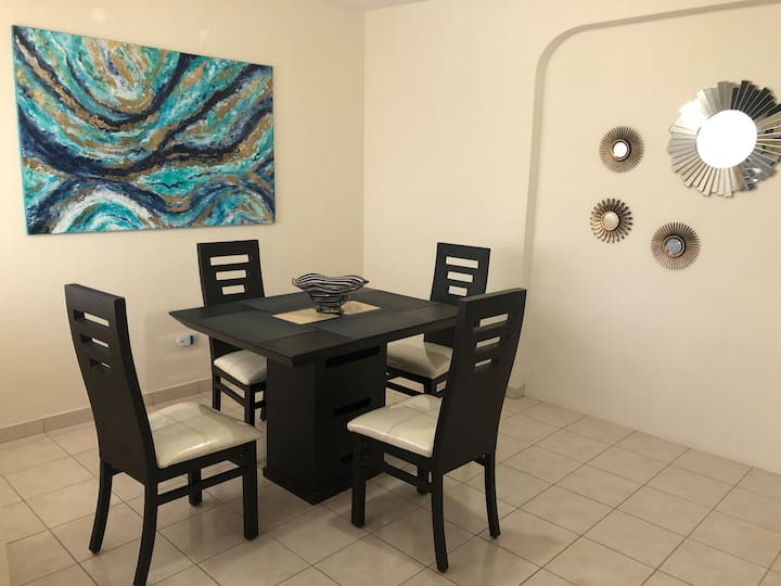 Amplio y cómodo departamento en Villa California