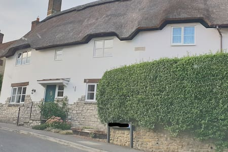 Beautiful 3 bedroom thatched cottage