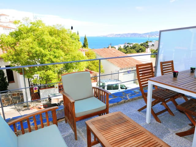 050 Apartment to rent sea views with terrace quiet area