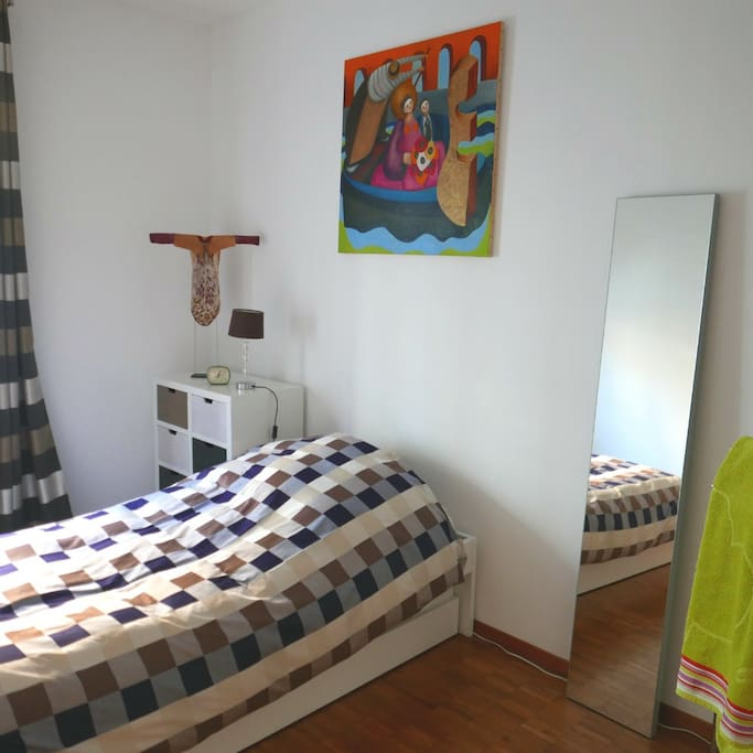 La chambre avec le lit-gigogne.