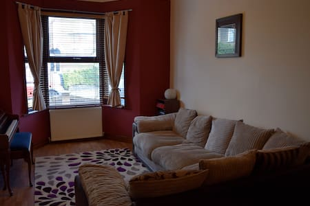 Double room with private bathroom - London - Haus