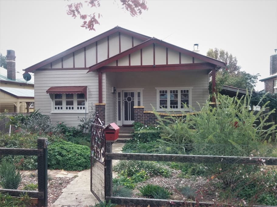 Comfortable california bungalow case in affitto a for Casa bungalow california