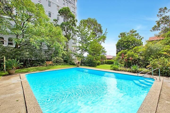 Sydney City and Bays at your door - Elizabeth Bay