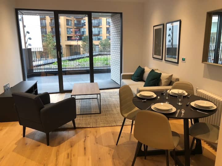 Brand new luxury apartment in Canary Wharf
