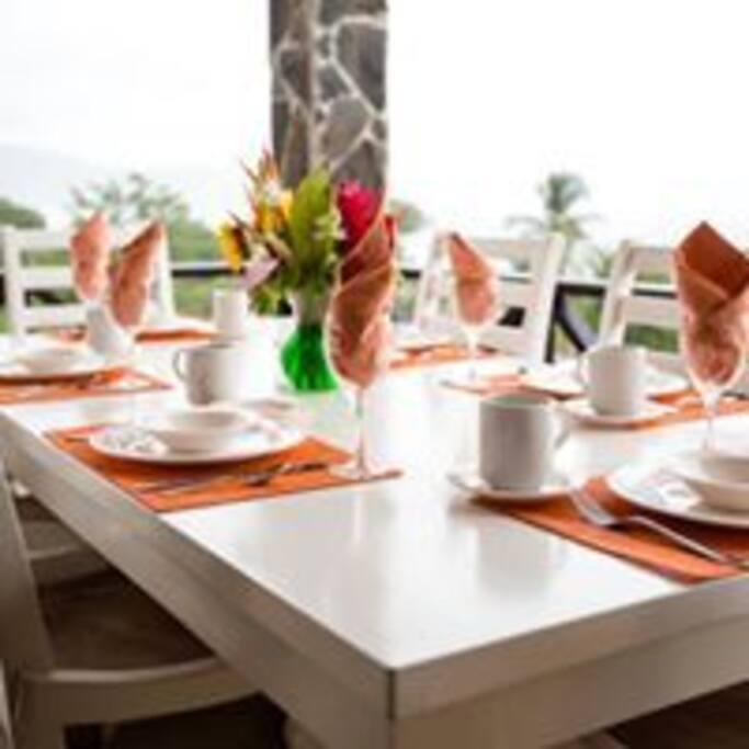 Lower balcony dining