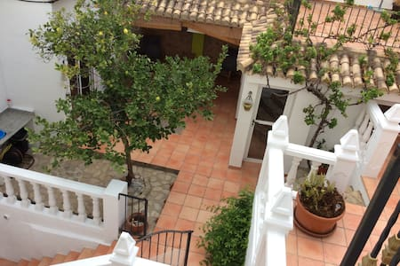 Hidden village gem with plunge pool and games room - Palma de Gandía - Huis