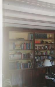 Bella stanza matrimoniale in casa - Capannori