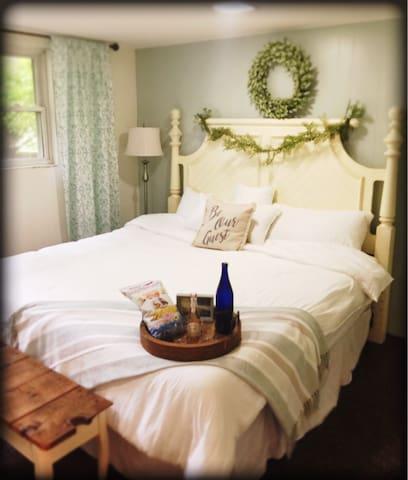 Saratoga Springs Escape- private apartment