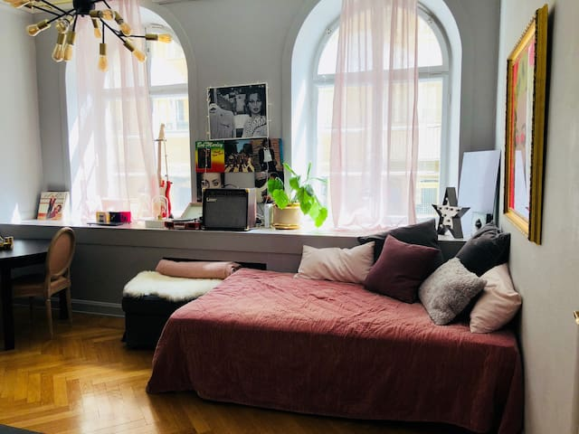 Cozy Artsy Apartment in Central of Stockholm
