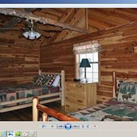 Cedarwood Cabin 4