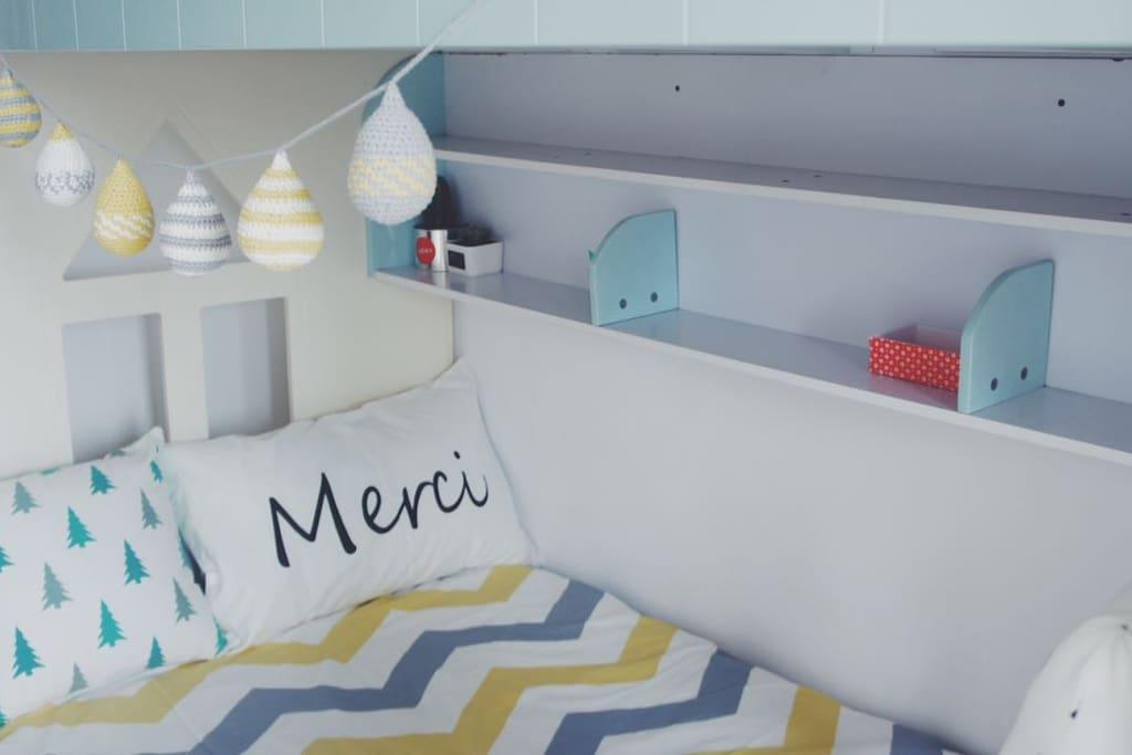 床单被套的材质都为纯棉材质,透气清爽。