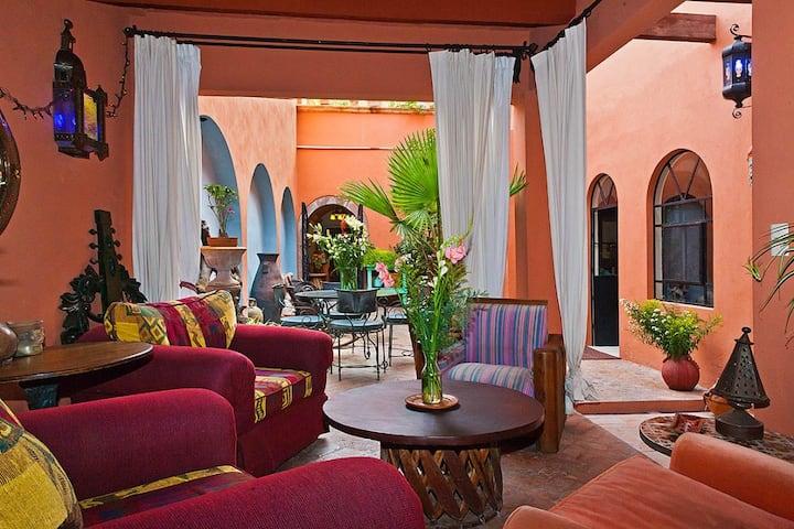 Enormous Blue Suite Primo Location