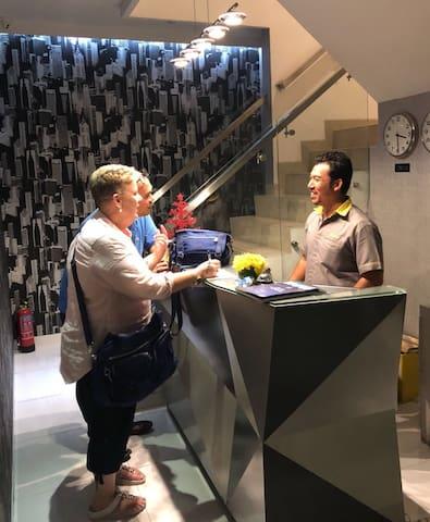 Ehouzz Jakarta - simply modern stay