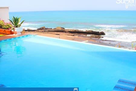 Lux Beachfront Private House - Casa