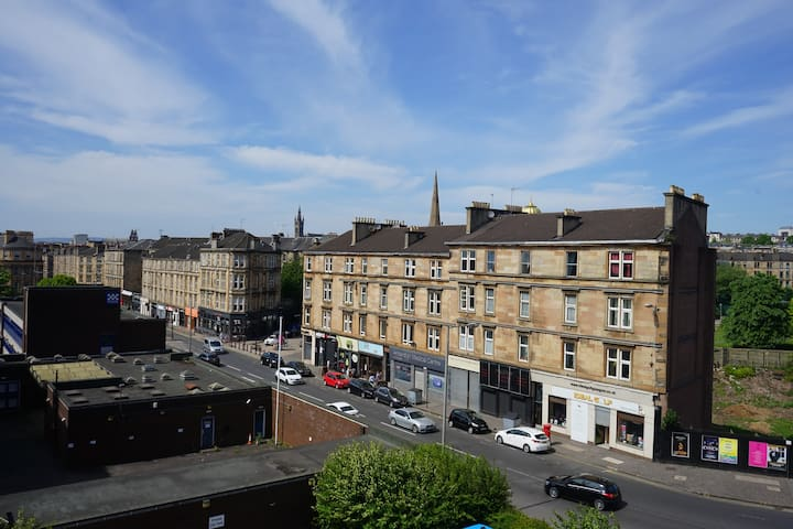 Private cosy double bed room in Glasgow city