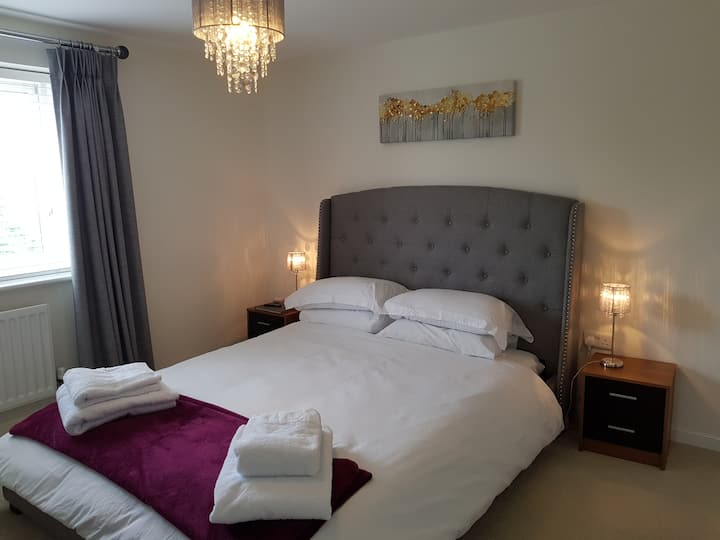 En-Suite King Room, Great for M40 & Banbury