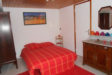 Chambre indépendante et salle de douche privative - Claix - Rumah