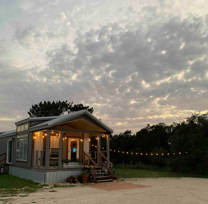 Honeymoon hill country hideaway (no cleaning fees)