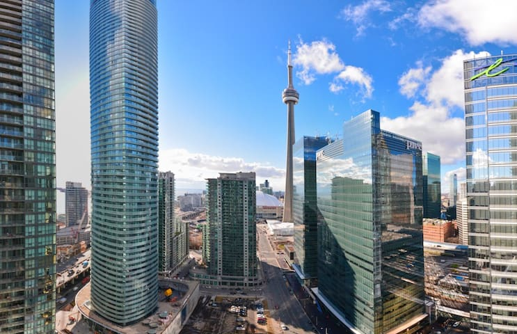 5☆Luxury Downtown 2 BR Condo, by CN, ACC, Rogers