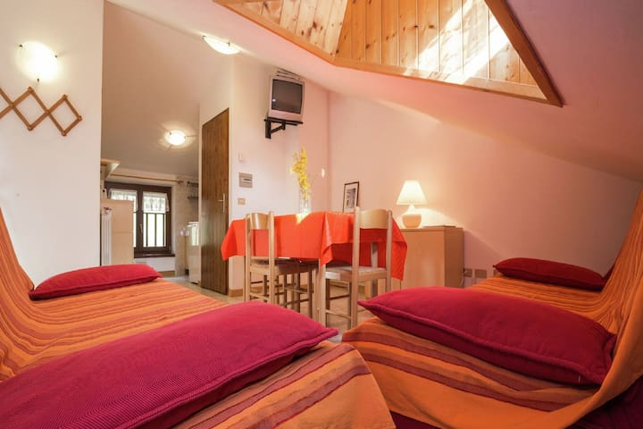 Holiday apartment at ca. 50 meters from Lake Ledro
