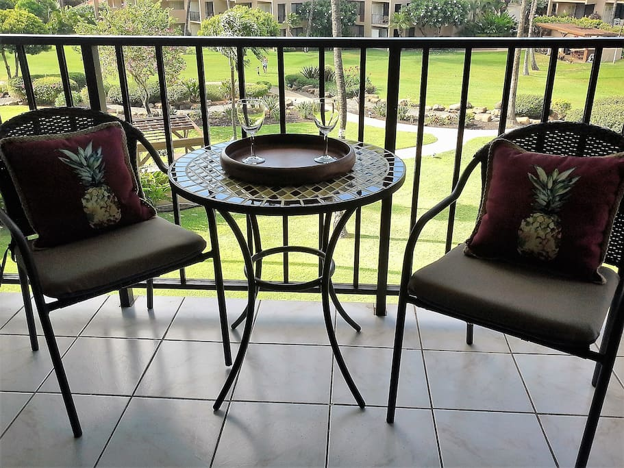 Lovely Lanai - catch the sunset here or at the beach!