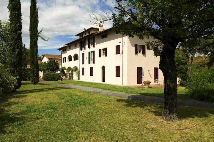 Delightful Apartment in Certaldo with Swimming Pool