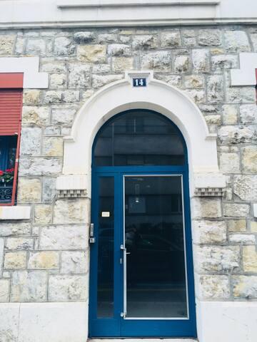 Appart de charme dans immeuble ancien à Genève