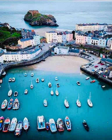 Tenby harbour & St Catherine's Island.