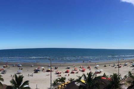 Apartamento em frente à Praia. - Praia Grande - Flat
