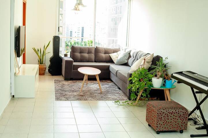 Beautiful Spacious apartment near beach & TAU