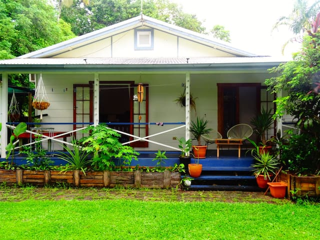 Cosy home in Cairns - Bungalow - House