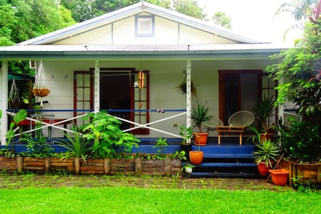 Cosy home in Cairns - Μπανγκαλόου