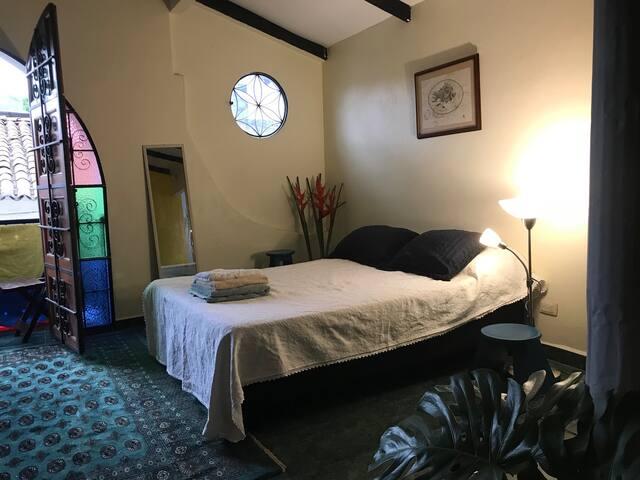 Hermoso Apartamento en Casa Colonial