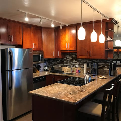 Newly Remodeled Napili Condo, walk to beach! - Lahaina - Condominium