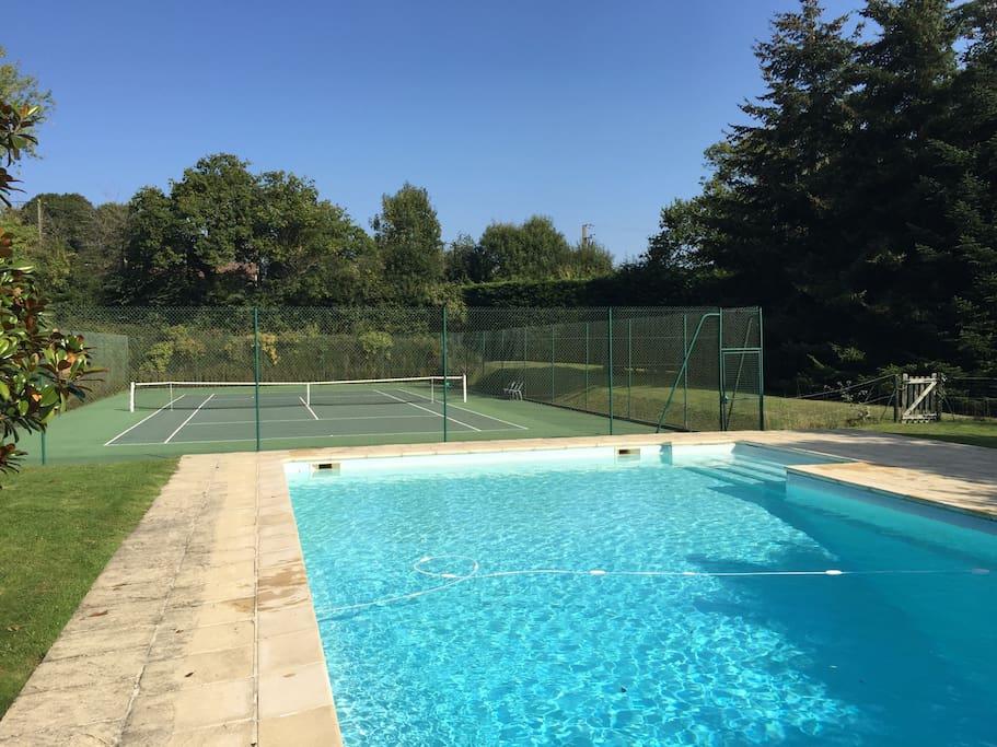 Grande Piscine chauffée de 6m x 12m et terrain de tennis dans la propriété / Heated swimming pool 6m x 12m and tennis court within the property