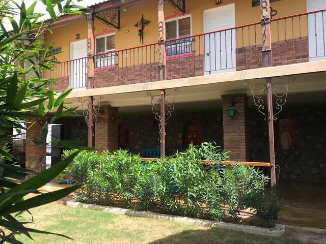 (5) Casa LA MARTINA zona hoteles a 2min CONSULADO
