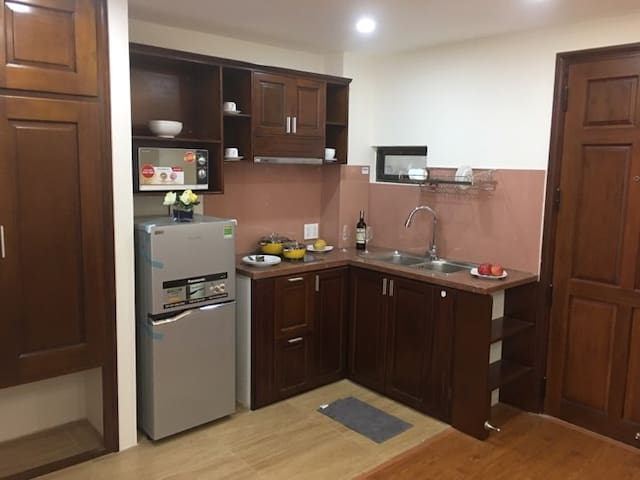 New studio with kitchen 4-mins to the beach