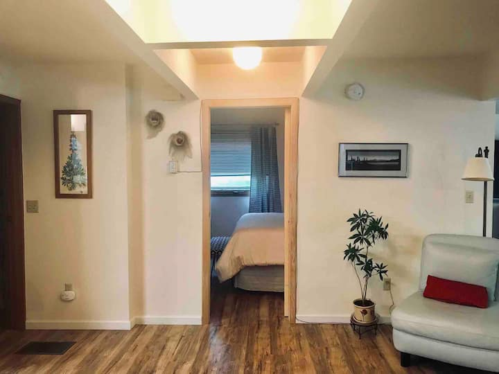 West Anchorage Haven with WiFi/Netflix