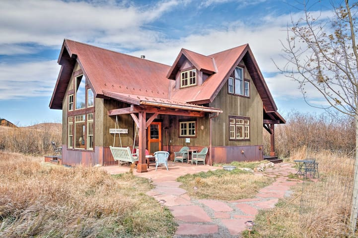 NEW! Custom Solar 1BR Placerville Home w/Mtn Views