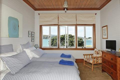 Beachfront Wellington Bed and Breakfast Twin Room
