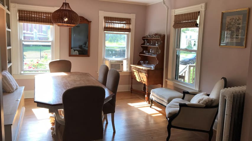 Lovely One Bedroom Townhouse in Downtown Mystic