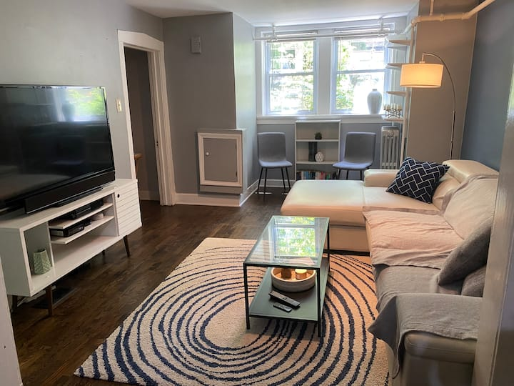 Lincoln Park Apartment with Backyard! - 2 Bedrooms