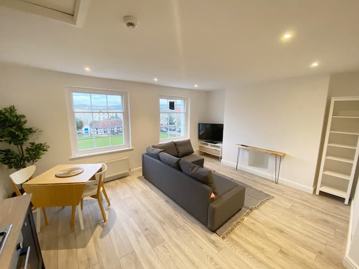 Modernised Regency Apartment in Central Cheltenham