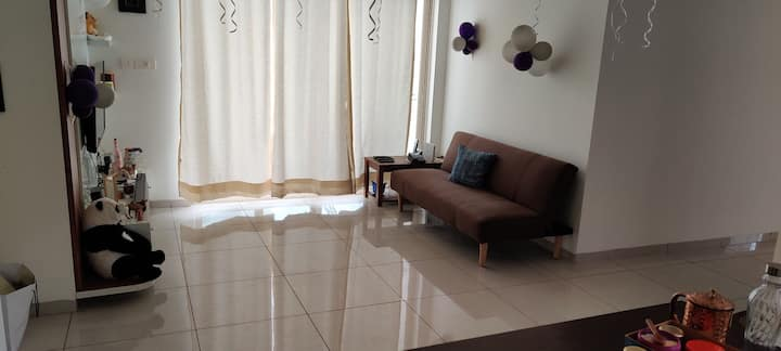 Cosy, Well-lit, Great amenities,Close to Airport