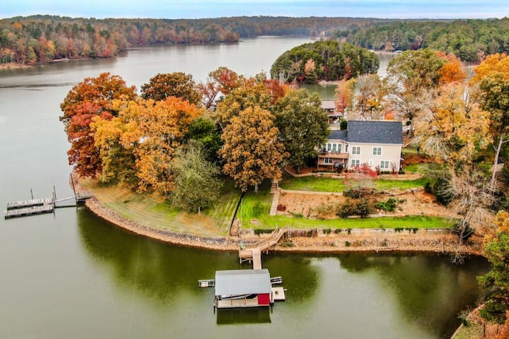 Coventry Cove  Lake front, sleeps 12