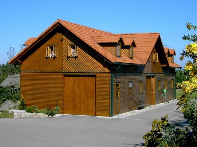 Holzhaus für Gruppen mit Liebe zur Natur