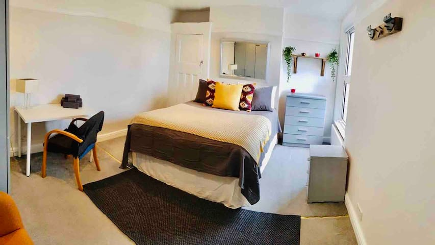 Wonderful stay at Golders Green station LONDON